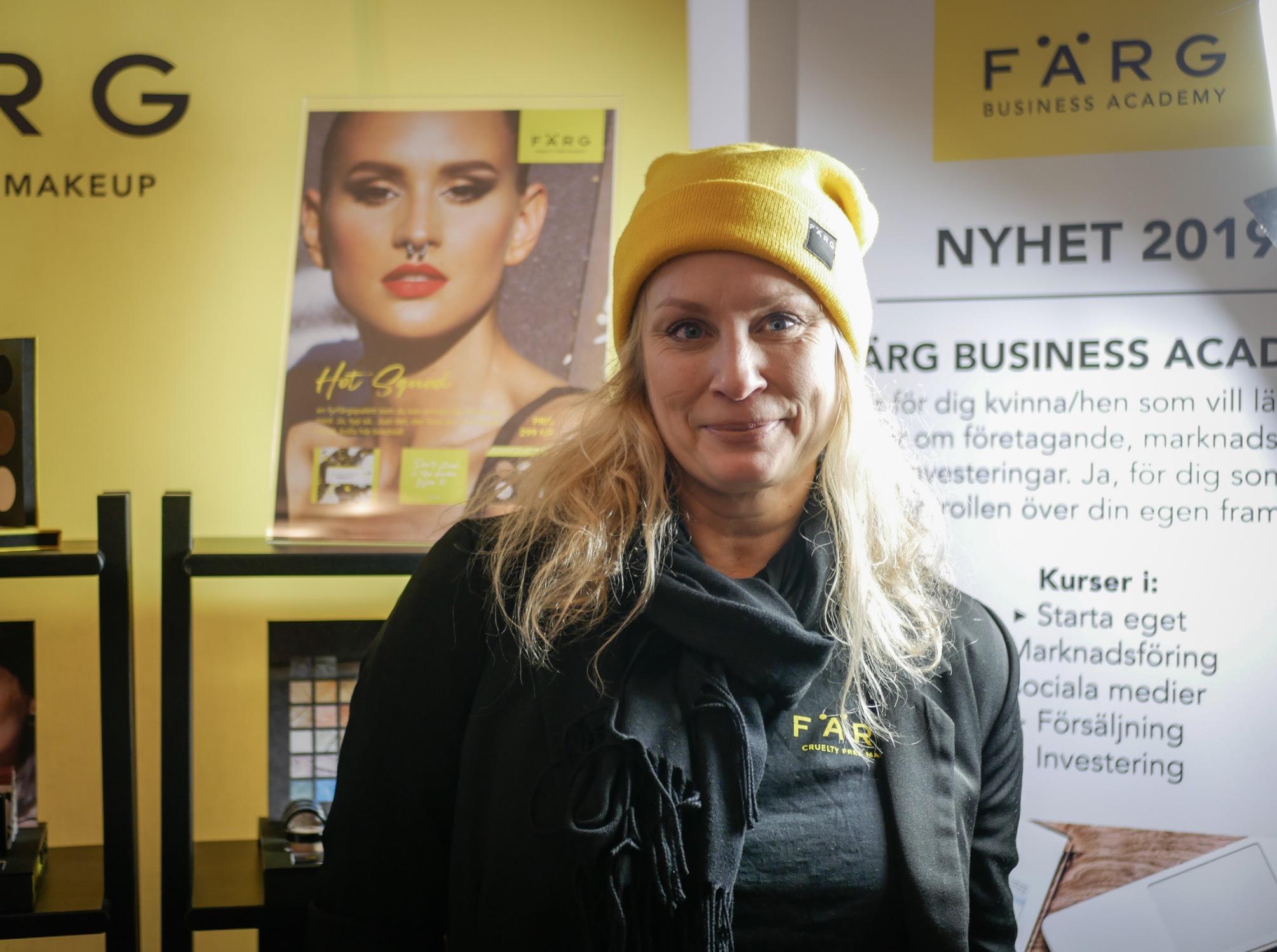 Gick förbi det veganska makeupmärket FÄRG Collection (ej ekologiskt dock) som gjort ett statement att inte retouchera sina modeller. Där träffade jag Birgitta Lagerholm som presenterade deras nya utbildnings