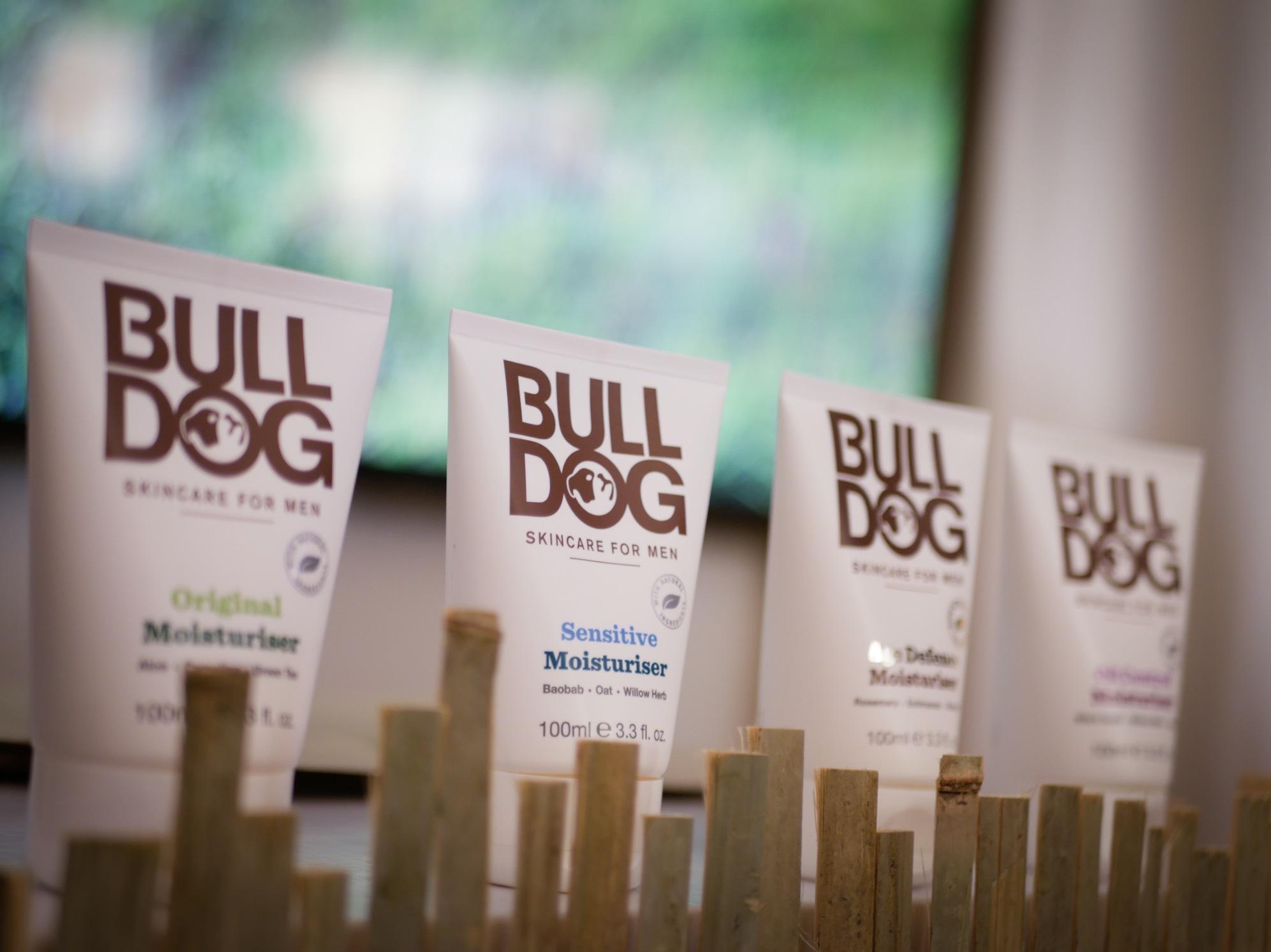 Brittiska Bulldog ser över sin förpackningsstrategi och gör sina tuber av sockerrör istället för plast. Fler lär följa efter!